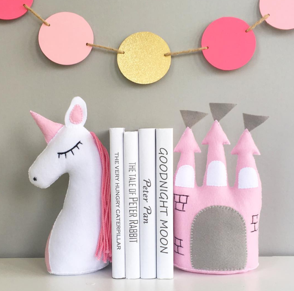 Bookends -  Little Details to make your child's reading nook magical | @addisonreads | www.addisonreads.com